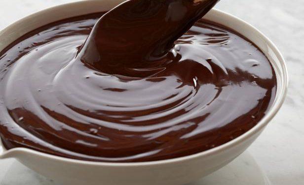 """Receita de ganache """"falso"""" com chocolate em pó"""
