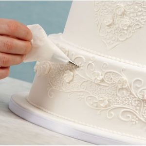 uma imagem sobre bolo decorado com glacê