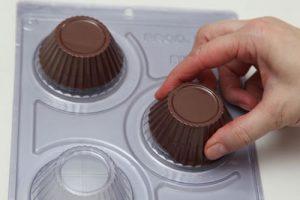 uma imagem sobre molde para chocolate em silicone e acetato
