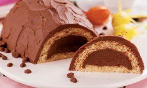 uma imagem sobre bolo-ovo de páscoa de chocolate