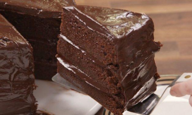 """Aprenda a fazer o marcante bolo de chocolate do filme """"Matilda"""""""