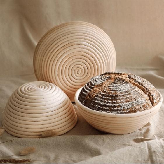 Crosta de pão listrado com banneton